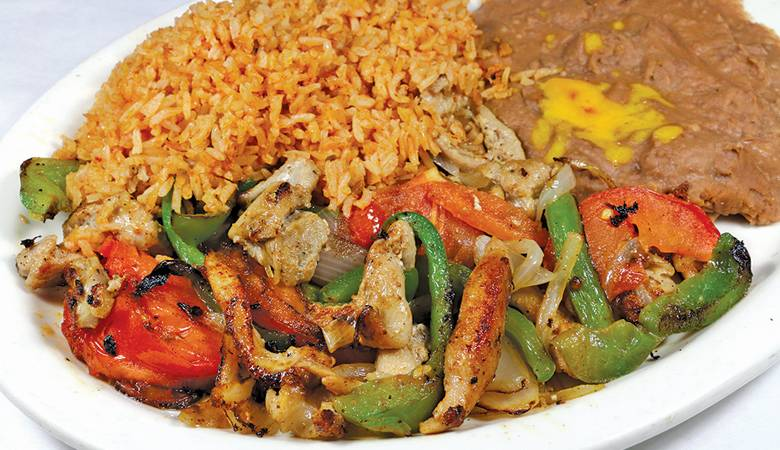 Plate of Fajitas de Pollo